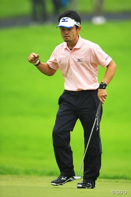 2014年 日本ゴルフツアー選手権 森ビルカップ Shishido Hills 最終日 竹谷佳孝 グリーン上で次々と繰り出されたガッツポーズ。初勝利をメジャータイトルで飾った竹谷佳孝