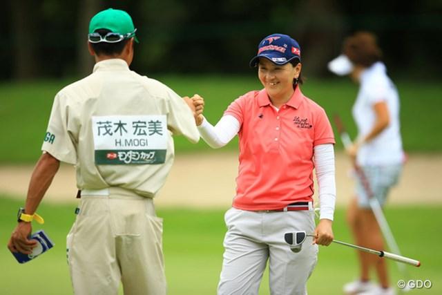 2014年 アース・モンダミンカップ 2日目 茂木宏美 スコアを落とし、残念ながら43位タイへ後退。でもゴルフができるだけで、本当に幸せそうな雰囲気です