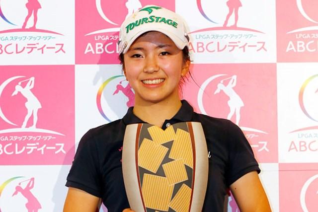 アマチュアとして初参戦したステップアップツアーで初優勝!将来に期待が膨らむ堀琴音(提供:日本女子プロゴルフ協会)