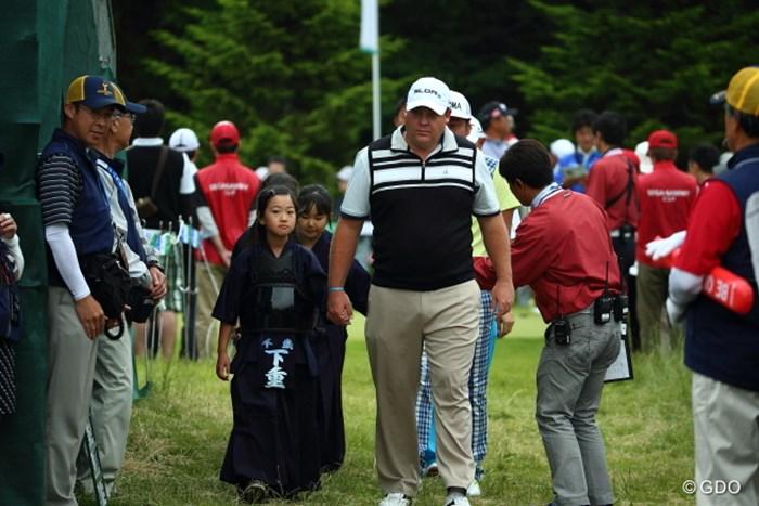 とても不釣り合いなカップル。 2014年 長嶋茂雄 INVITATIONAL セガサミーカップゴルフトーナメント 最終日 K.バーンズ