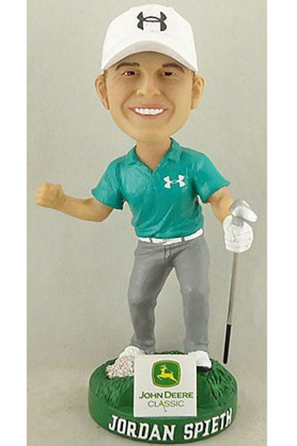 ホットニュース 前年王者スピースの存在がハングリーな若手を刺激する バブルヘッド人形を持ったJ.スピースのファンの姿が、多く見られた(PGA TOUR)