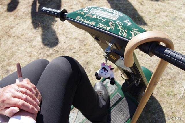 2014年 全英リコー女子オープン 初日 スクーター スクーターに選手のサイン?(「Pentax K-3」にて撮影)