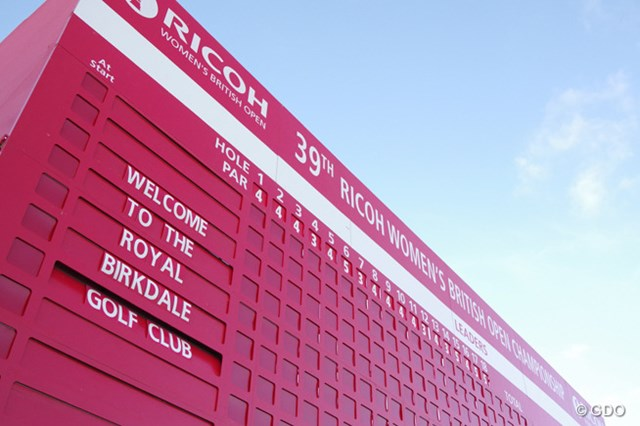 2014年 全英リコー女子オープン 初日 スコアボード 大会初日の朝6時、スコアボードは真っ新でした。(「Pentax K-3」にて撮影)